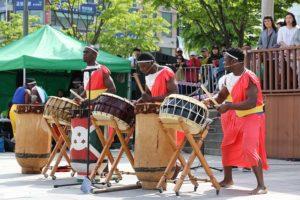 Classica banda musicale che suona nei giorni delle festività in Etiopia