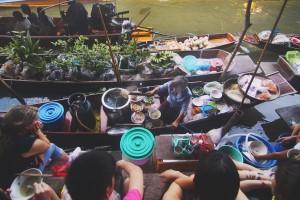 mercato lungo un fiume canadese