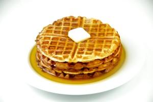 waffle canadese con pancetta e sciroppo d'acero