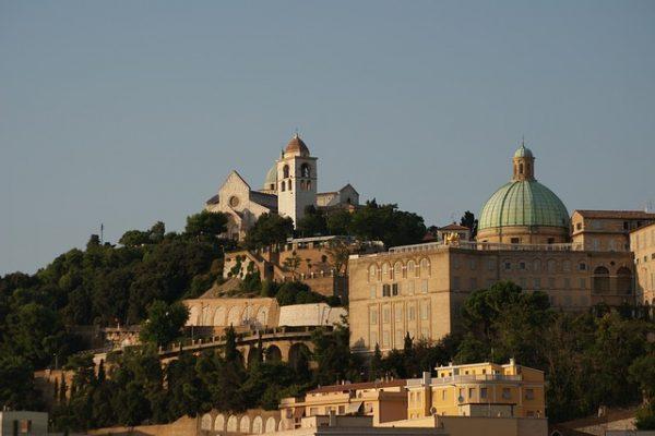 Una regione ricca di edifici religiosi cristiani visto il lungo possedimento dello Stato Pontificio